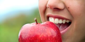 What You Should Eat to Keep Your Teeth Healthy
